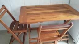 Mesa de 4 cadeira maçica.bem pesada