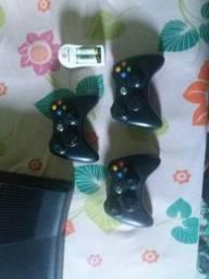 Xbox 360 desbloqueado, 3 controles e pilhas recarregáveis,e mais de 80 jogos