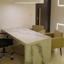 Linda mesa para seu escritório