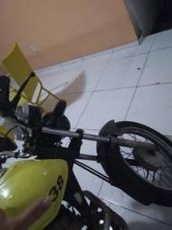 Moto amarela Leia - 2012