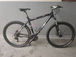 Bicicleta aro 29 GT Max M7