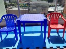 Título do anúncio: 1 mesa e 2 cadeiras de plástico infantil