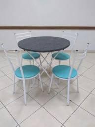Mesas  e Cadeiras almofadadas - jogo mesa com 5 cadeiras: R$ 300,00