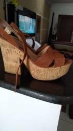 Linda sandalia bem conservada