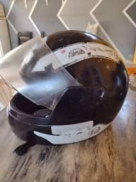 Título do anúncio: Vende-se capacete tamanho criança por 40R$