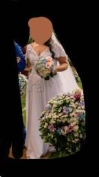 Título do anúncio: Vestido de noiva + véu