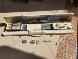 Título do anúncio: Máquina de tricô Lanofix 280  sem frontão com mesa de apoio