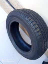 Dois pneus novos com reparos