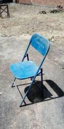 Cadeiras e banquetas (ferro, plástico, madeira)