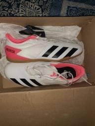 Tênis adidas futsal novo na caixa nunca usado, número 41.