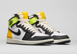 Air Jordan 1 Retro High OG ?Volt Gold?