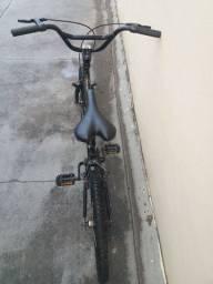 Bicicleta Caloi e capacete