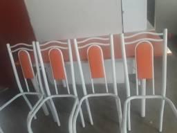 Vendo essa mesa por 120 só falta colocar o acento de mármore