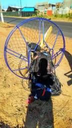 Paramotor Black Dévil Corsair com fonia na manete de aceleração. Medidor de rpm