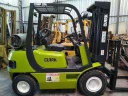 Empilhadeira Clark 2.5 ton