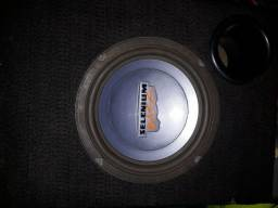 Barata Otima caixa de som automotivo para quem tem o porta mala pequeno