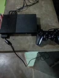 Vendo Playstation 2 com um controle