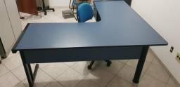 Mesa em L nova + cadeira