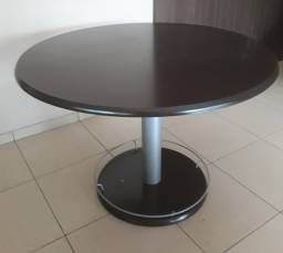Mesa redonda para escritório ou residência. Otimo estado de conservação