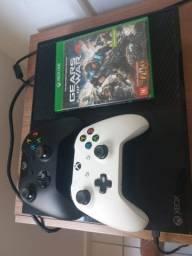 Vendo Xbox One com 2 controles e 1 game