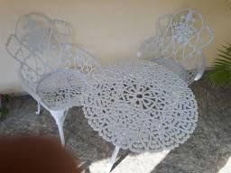 Mesa e duas cadeiras  de ALUMÍNIO