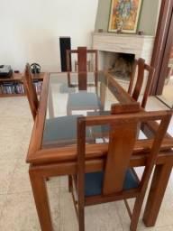 Título do anúncio: Mesa em mogno maciço com 4 cadeiras