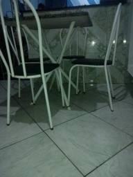 mesa  tampa de pedra com 4 cadeiras