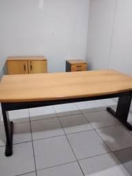 Mesa, armários para escritório