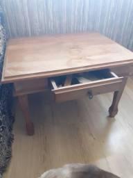 Mesinha auxiliar rústica de madeira