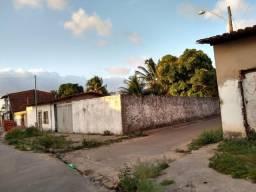 Alugo casa com quintal grande