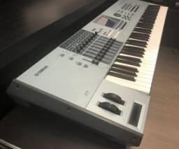 Teclado Yamaha Motif XS7 com case