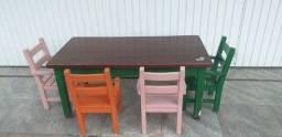 Conjunto mesa e cadeiras para crianças