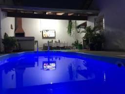Casa a venda com 2 dormitórios e piscina
