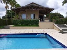 """'Lago Azul"""" Bela residência, na beira do Lago, 5 suites, piscina - Clube completo"""