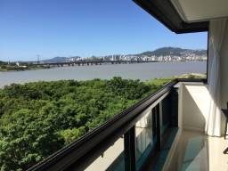 Vista panorâmica pra ilha e ponte Hercílio Luz
