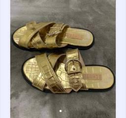 Título do anúncio: Sandália schutz croco dourada, tamanho 34. Nunca usada.