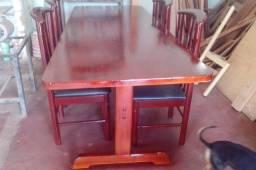 Mesa em madeira sobre encomenda..