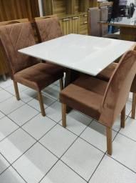 Mesa com 4 Cadeiras Novas Laqueada Novas á Pronta entregar até 12 x sem juros promoção..