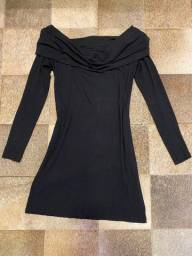 Vestido de manga comprida preto e decote ciganinha