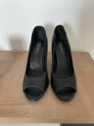 Sapato Peep toe Via Uno couro preto 34