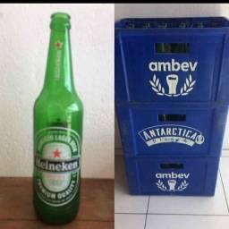 Caixa com garrafa Heineken 600ml