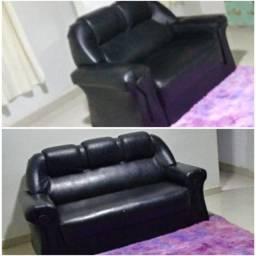 Sofá novo em couro preto.