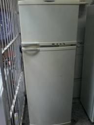 Vendo geladeira Brastemp 360 litros