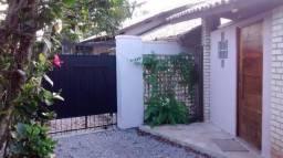 Casa Mobiliada em Excelente Localização (Rua dos Coroas - UFSC - Barra da Lagoa)