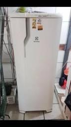 Geladeira eletrolux 261 lit