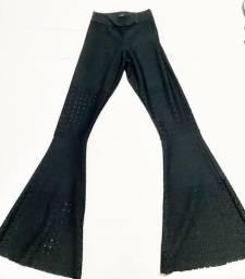 Calça flare, alfaiataria, preta, alta costura.