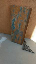 Prateleira de madeira de demolição