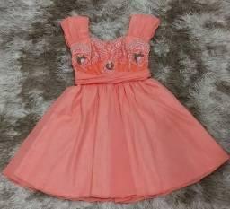 Vestido de festa usado apenas uma vez. Bordado a mão e em perfeito estado de uso.