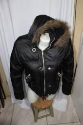 Casaco Preto Inverno com Capuz e bolso interno - Usado