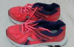 Tênis rosa, tamanho 36.